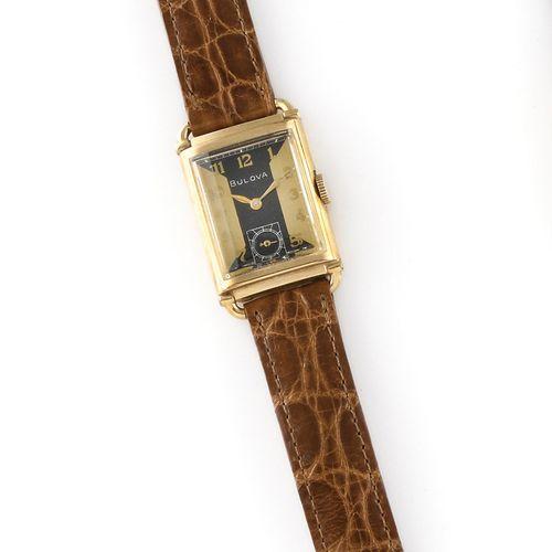 BULOVA Vers 1940. Réf : 1662811. Montre bracelet en plaqué or, boitier rectangu…