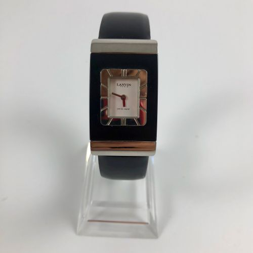 Lanvin paris quartz.钢制手镯表,2000年的106号限量版。黑色真皮表带,针扣。没有提供服务。要更换的电池。尺寸:22 x 39 mm。长度…