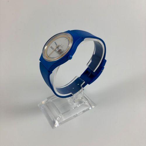 巡回赛保罗 里卡德。蓝色塑料表,圆形表壳。表盘上有保罗 理查德赛道的颜色,有其签名和1号方程式。日期在3点钟方向。石英机芯。要更换的电池。损坏的玻璃。直径:33…