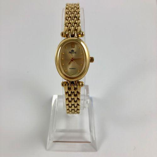 MAJESTIC QUARTZ: 椭圆形的镀金手表。带点状物的应用时标。镀金手镯,带搭扣。石英机芯。要更换的电池。直径:19毫米。长度:18.5厘米。