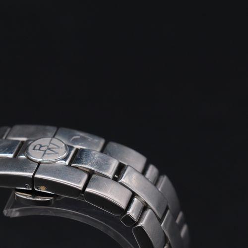 RAYMOND WEIL 自动 约在2010年。 编号:V061424/7260。 闪亮的精钢圆形表壳计时码表。签名的白色表盘,铁轨,罗马数字刻度和银色指针。4…