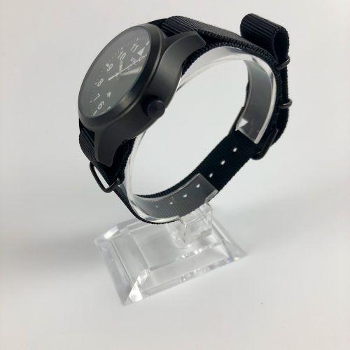 世界贸易组织 MKIII 最初是为英国国防部制造的,1950年代的北约规格手表为飞行员设定了标准。许多人认为这是全盛时期的终极飞行员手表,这款复制品保持了原作的…