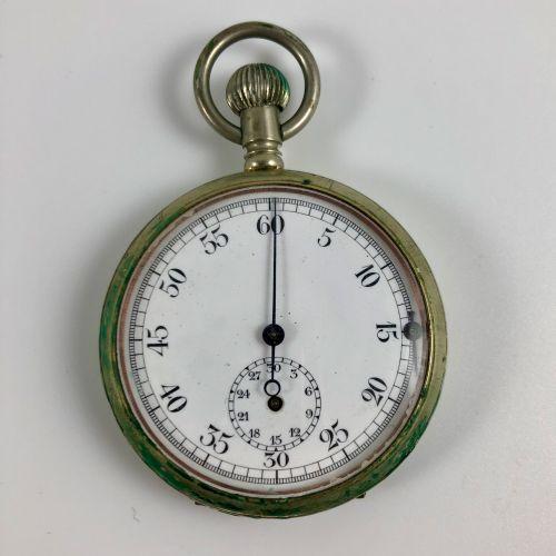袖珍计时码表  约1950年。  白色金属表壳,手动上链机械机芯,彩绘珐琅表盘,阿拉伯数字。重要的计时码表,状况良好。  似乎是有效的,但不保证。  直径:44…