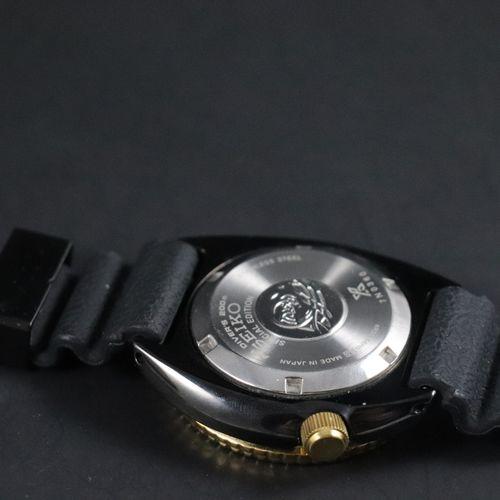 精工 特别版 到2019年。 7N0360. Sub型男士潜水表,发黑陶瓷表壳,旋入式表背,单向金质表圈,黑色表盘上有应用指标,夜光钢质时针和金质分针,3点钟位…