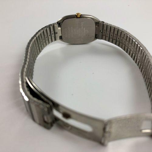 BEAUME ET MERCI 石英。Ref 4874018 精钢长方形腕表。带有金色条纹的表盘。没有索引,箭手。精钢表带,带双折叠表扣。石英机芯。要更换的电池…