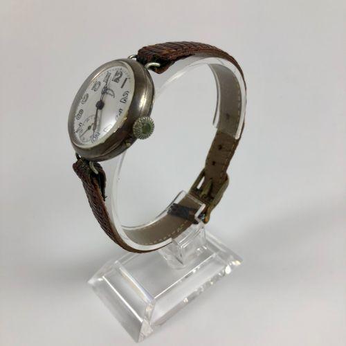 TISSOT CHROMETRE exactor hairy 手表。编号:45034。白色表盘,阿拉伯数字。6点钟方向的秒针计数器。手动上链机械机芯。棕色皮革表…