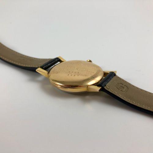 劳伦斯。参考文献1291 1287。黄金750/1000腕表。米白色表盘上有签名,11点处有轻微撞击。应用阿拉伯数字。铁路轨道。黑色真皮表带,针扣。石英机芯。要…