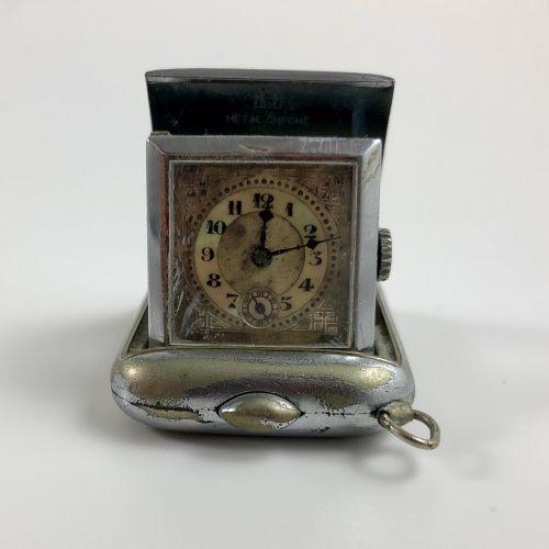 手袋手表。铬金属表壳的怀表,一个按钮可以将手表从原来的位置抬起来。表盘上有阿拉伯数字。6点钟方向的秒针计数器。职能部门。没有提供服务。尺寸:35 x 45 mm…