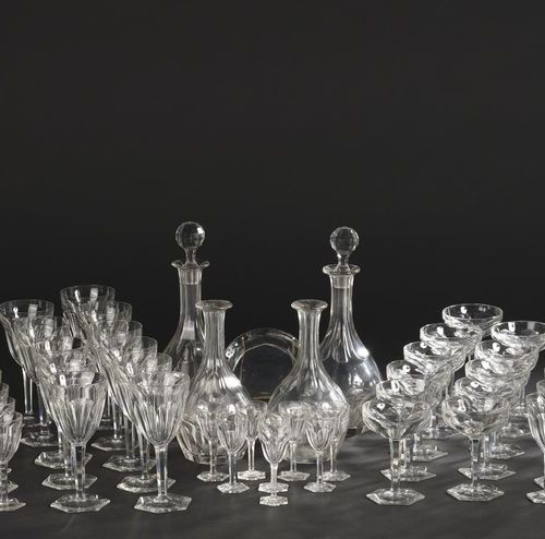 """BACCARAT. Glass service part in cut crystal glass model """"Compiègne"""". It includes…"""