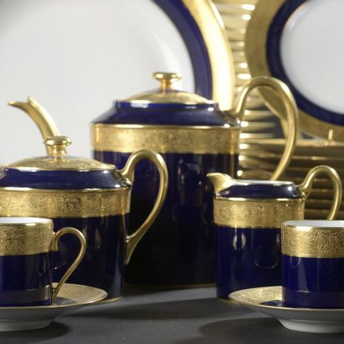 LIMOGES, Manufacture Yves DEGOT. White porcelain dinner service part enhanced wi…
