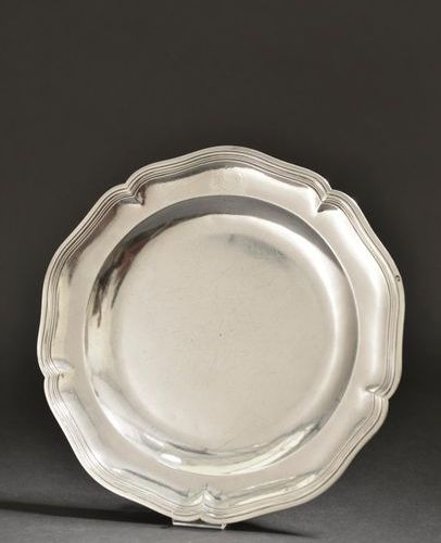 Circular dish with five contours enhanced with silver fillets (arms crossed out …