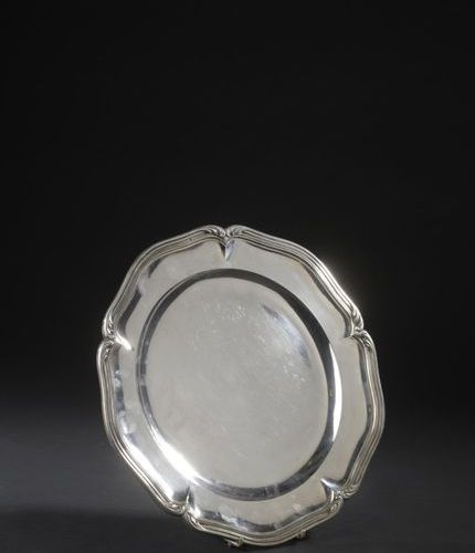 Silver dish with five contours and nets enhanced with palmettes. Goldsmith: J. G…
