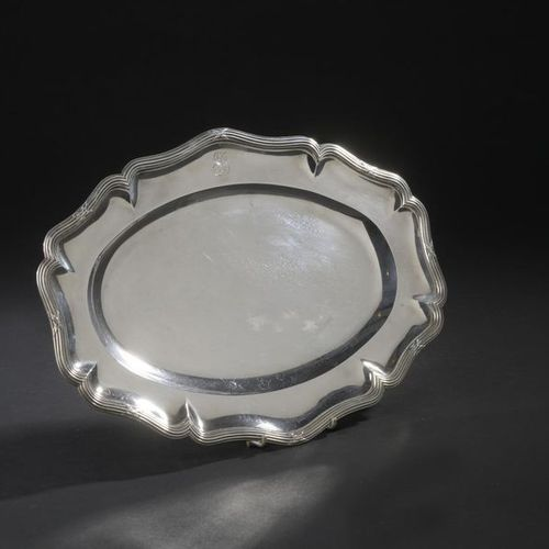 Silver oval dish with eight wrapped contours, the wing monogrammed. Goldsmith: É…