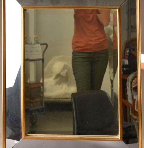 Dans le goût de la Maison JANSEN. Miroir rectangulaire à parecloses, les baguett…