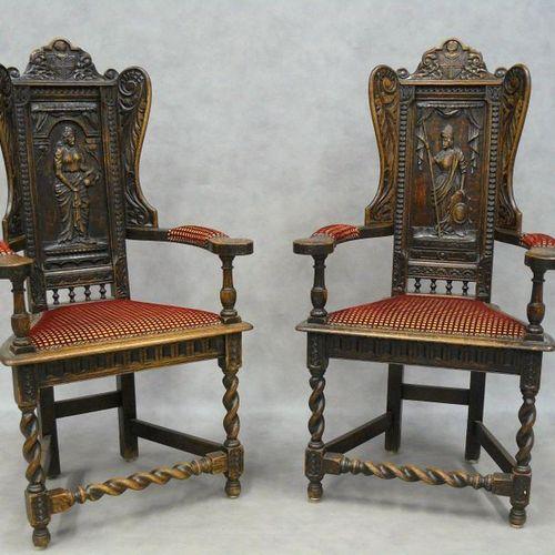 Une paire de fauteuils caquetoires de style Haute Epoque, les dossiers à oreille…