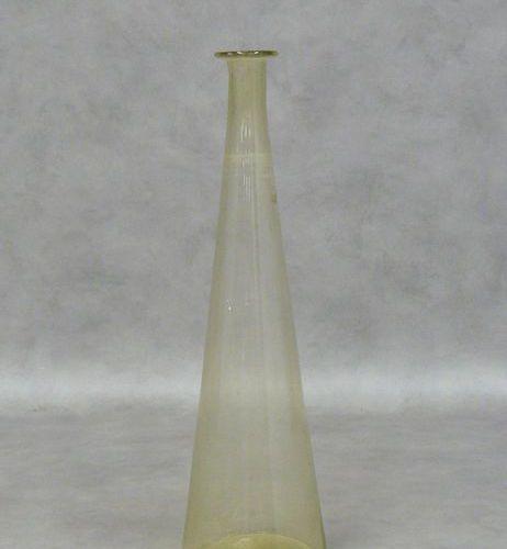 Un vase de forme conique à long col en verre, 19ème siècle H 60 cm