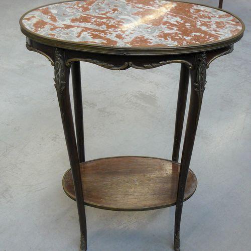 Petite table Napoléon III à plateau de marbre ovale, cerclé de laiton, les pieds…