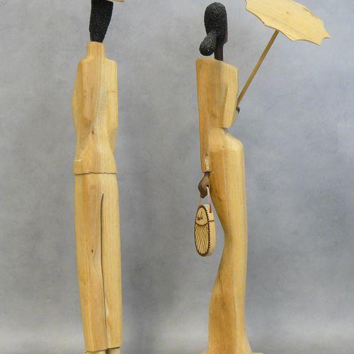 Deux personnages en bois sculpté: souvenir de Cuba H 55 cm