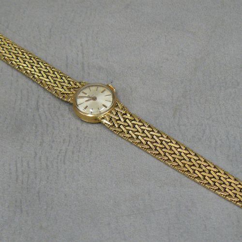 TISSOT une montre de dame boîtier en or (hibou) cadran signé TISSOT, un bracelet…