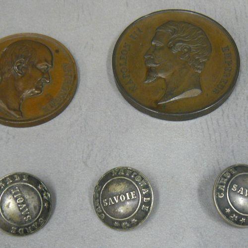 Un lot : trois boutons de Garde Nationale de Savoie signés A. Binda à Milan. Et …