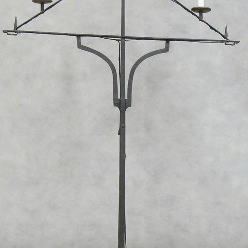 Pique cierges trapézoïdal en fer forgé à neuf lumières H 158 L 109 cm