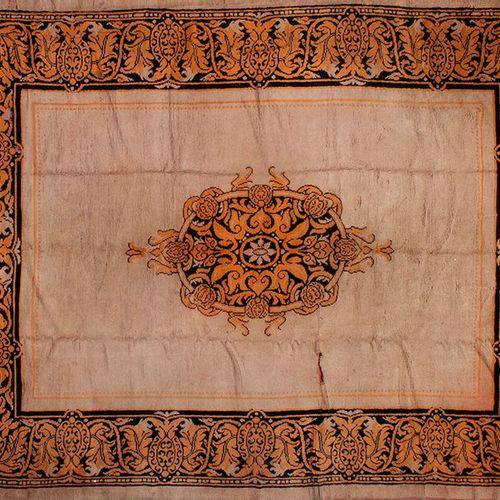 Tapis de design hispano arabe du XIXe siècle, fabriqué en 1920. Usine royale de …