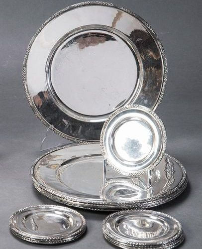 Set of six underpans and eight silver bread plates. Gleaned model. Diameters: 13…
