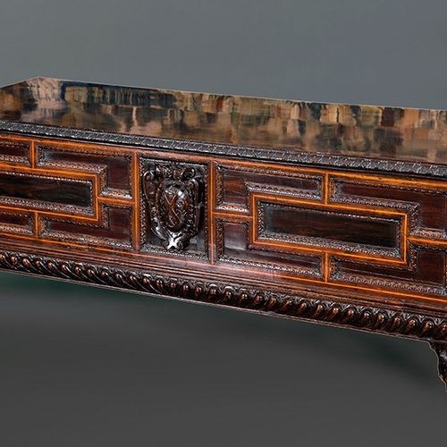 Cassone or Ark of Weddings, Italia s. XVII. In carved wood with edges in lemongr…
