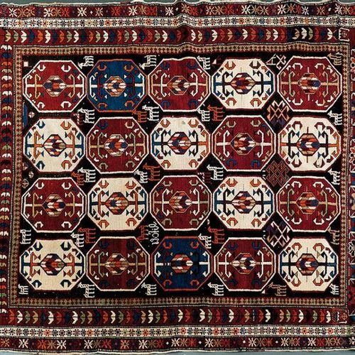 Tapis en laine avec champ décoré de quatre rangées d'octogones à décor géométriq…