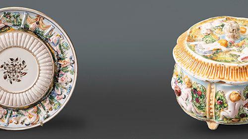 Lot en porcelaine de Capodimonte, formé par une boîte circulaire avec un couverc…