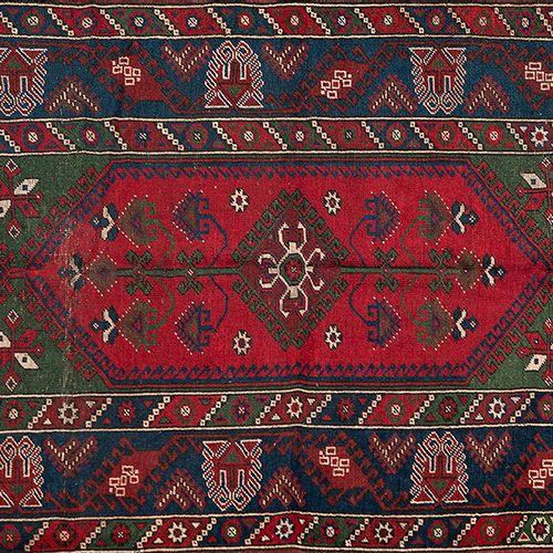 DOSEMEALTI Tapis turc en laine, noué à la main par les tribus semi nomades Yoruk…