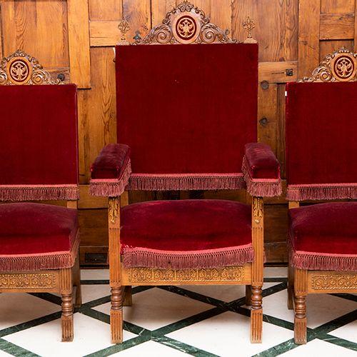 Ensemble composé d'un fauteuil et de deux chaises en bois sculpté avec des marmo…