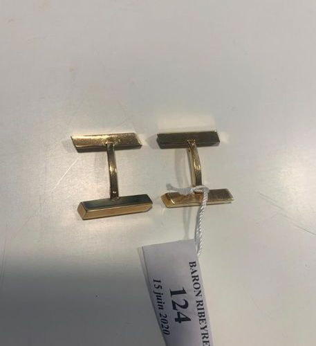 Pair of yellow gold SLEeve BUTTONS with two cubic stems, one tilting. Gross weig…