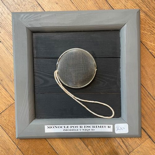 20th Century School  Monocle for a fencer  21 x 21