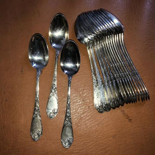 18 teaspoons in silver 950/1000, leafy model ciphered.  Weight: 460 gr