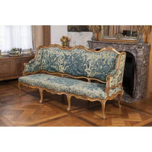 A Louis XV beechwood sofa.  XVIIIth century.  H 109 x W 201 x D 72 cm