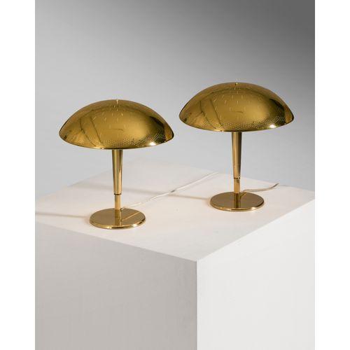 Paavo Tynell (1890 1973)  Modèle n°5061  Paires de lampes de table  Laiton perfo…