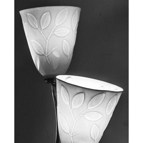 Paavo Tynell (1890 1973)  Applique  Laiton et porcelaine  Éditio Taito Oy et Ara…