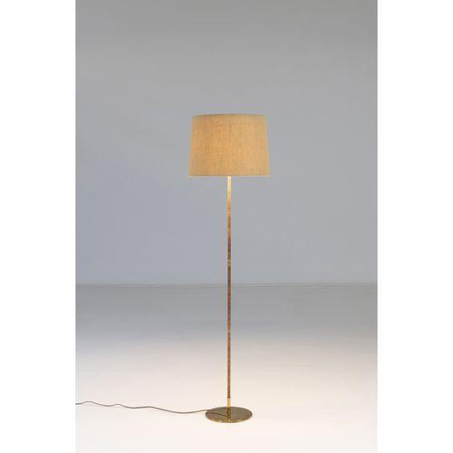 Paavo Tynell (1890 1973)  Modèle n°9602  Lampadaire  Laiton, rotin et textile  É…