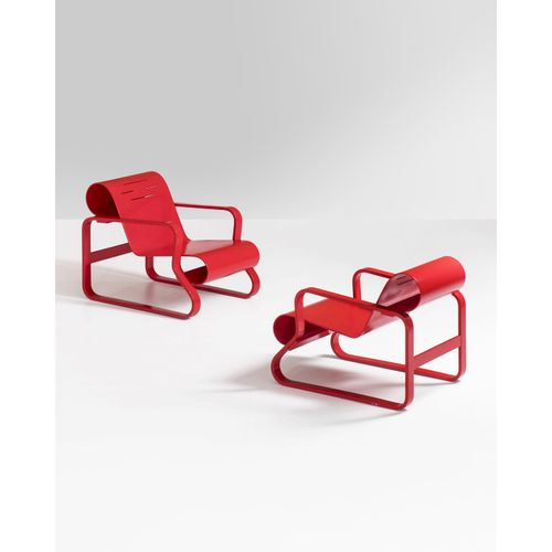 Alvar Aalto (1898 1976)  Paimio 41  Paire de fauteuils  Bouleau laqué avec la co…