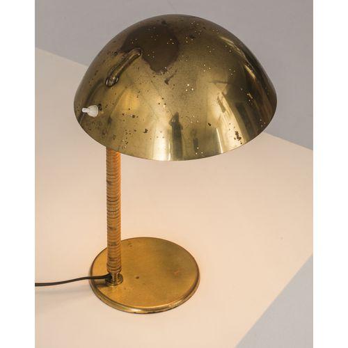 Paavo Tynell (1890 1973)  Modèle n°9209 dit 'Helmet'  Lampe de table  Laiton et …