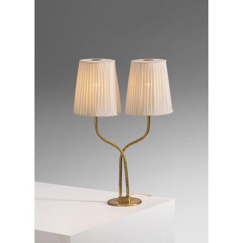 Paavo Tynell (1890 1973)  Lampe de table Pièce unique  Laiton et textile  Éditio…