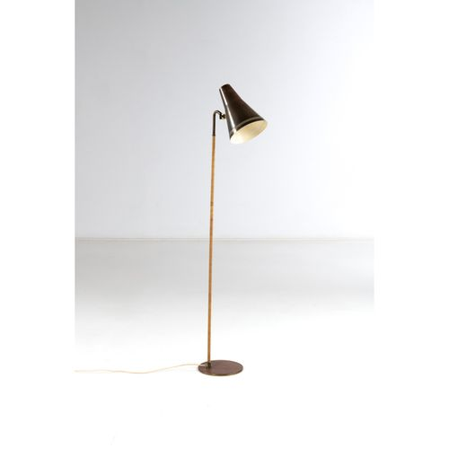 Paavo Tynell (1890 1973)  Modèle n°9628  Lampadaire  Laiton et rotin  Édition Id…