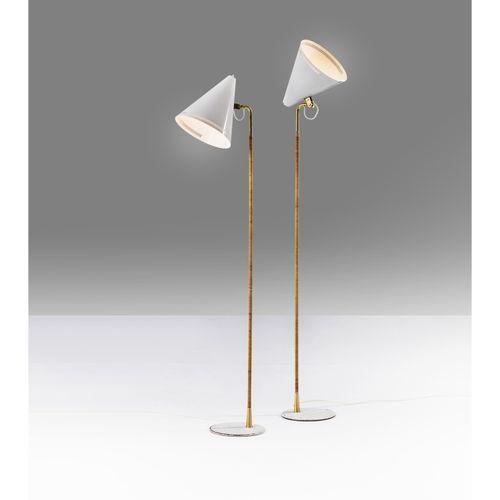 Paavo Tynell (1890 1973)  Modèle n°9629, dits K10 10  Paire de lampadaires  Lait…