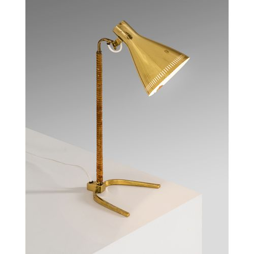 Paavo Tynell (1890 1973)  Modèle n°9224 dite 'Horseshoe'  Lampe de table  Laiton…