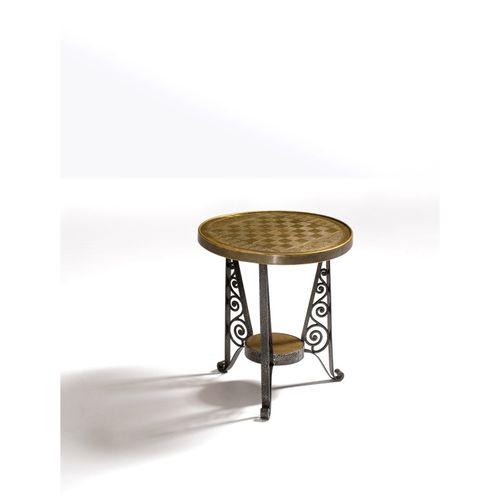 Eliel Saarinen (1873 1950)  Guéridon échiquier  Acier et laiton gravé  Modèle cr…