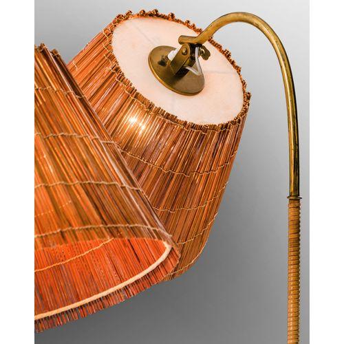 Paavo Tynell (1890 1973)  Modèle n°9609  Paire de lampadaires  Laiton, rotin et …