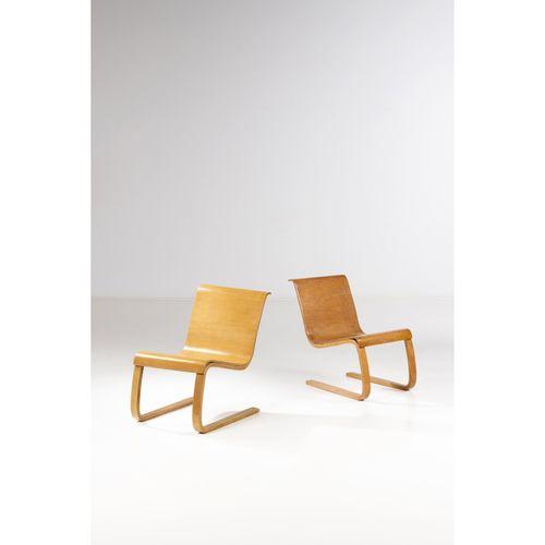 Alvar Aalto (1898 1976)  Modèle n°21 dit 'Cantilever'  Paire de chaises  Bouleau…