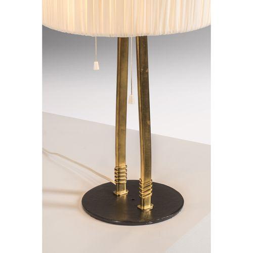 Paavo Tynell (1890 1973)  Lampe de table Pièce unique  Laiton, textile et métal …