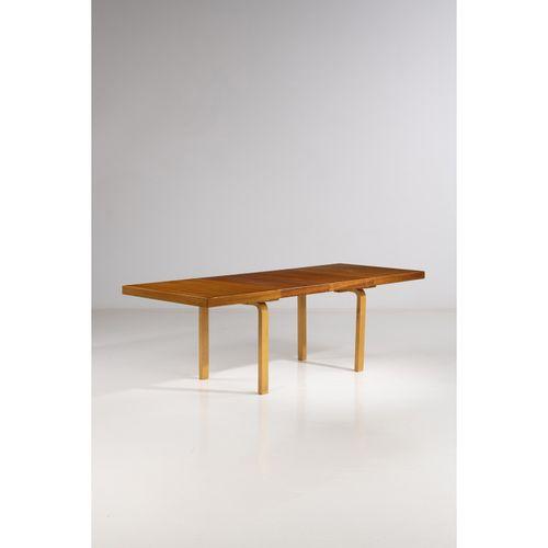 Alvar Aalto (1898 1976)  Table de salle à manger  Teck et bouleau  Édition Artek…